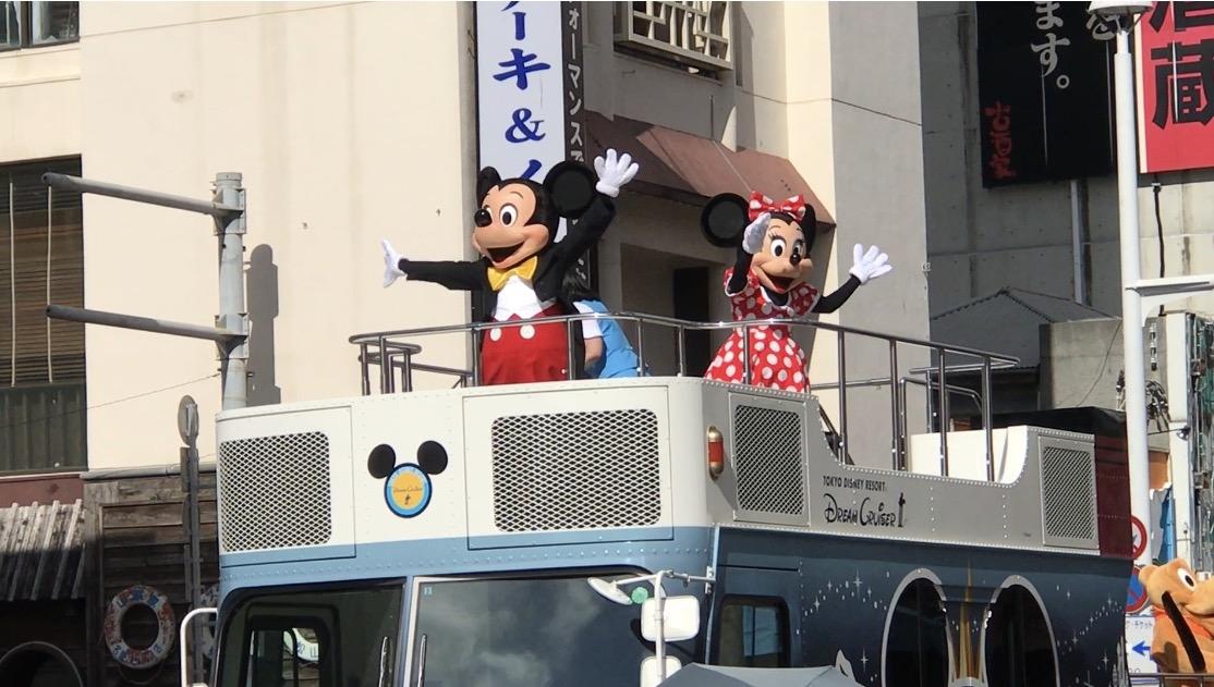 ミッキーマウスが国際通りにやって来た!(那覇まつり市民演芸パレード)